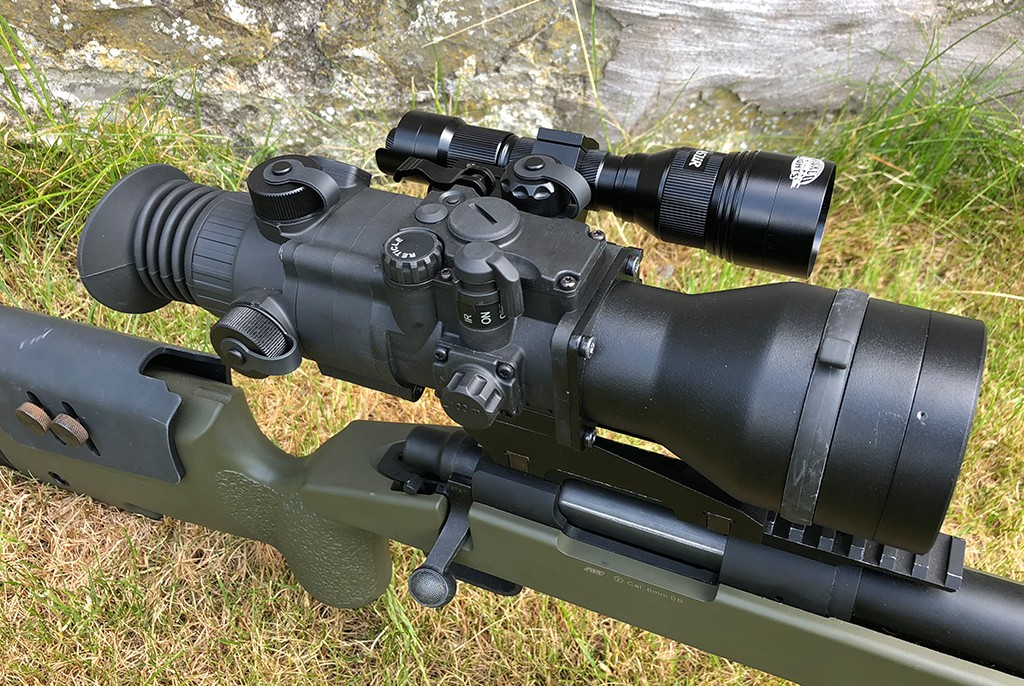 Image of Pulsar Phantom Gen 2+ BW White Phosphor Long Range Kit